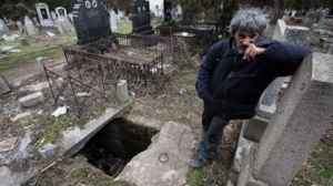 CEMETARY - Homeless Man Lives in a Grave for 15 Years